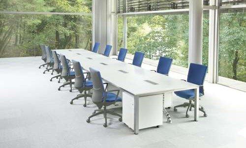 会議用テーブルを応用したフリーアドレステーブル