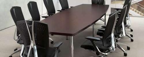 会議用テーブルとしての役員用テーブル