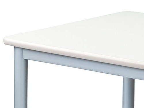 会議用テーブルで使用されるパーティクルボードのテーブル天板