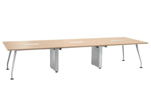 機能性を兼ね備えた美しいデザインの会議用テーブル