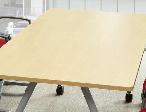 会議テーブルの天板に採用されるメラミン化粧板