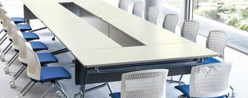 フレキシブルな会議用テーブル、スタッキング式